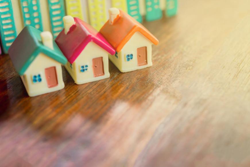 150629modeles-miniatures-immeubles-habitations-maisons-concept-hypotheque_43525-407.jpg